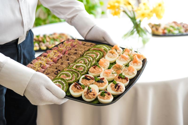 warto korzystać z cateringu